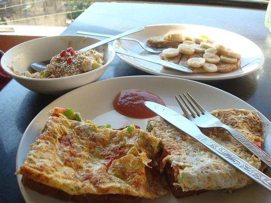 Millets of Mewar Restaurant: Omelette, Museli and Pancake