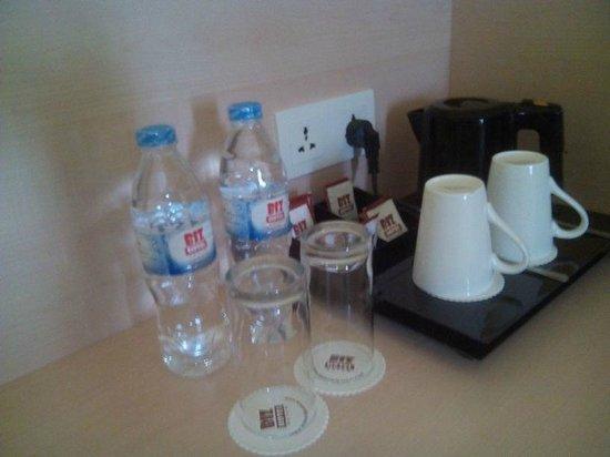 Biz Hotel: Table