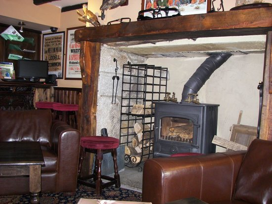 Battlesteads Hotel: Bar seating area with lovely log burner
