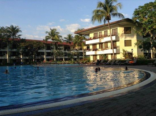 Holiday Villa Beach Resort & Spa Langkawi: Swimming Pool