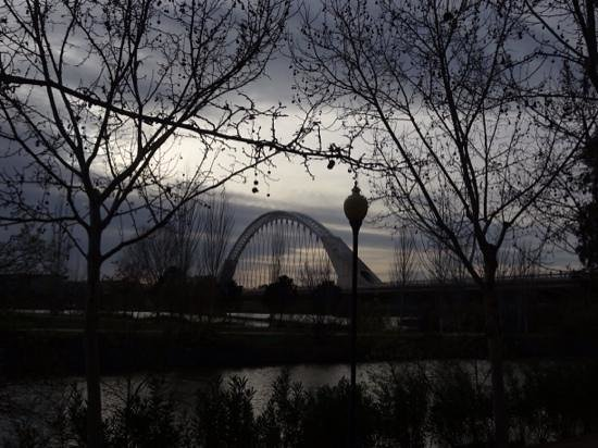Puente de Lusitania: Atardecer nuboso.