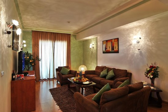 Princessa Hotel: living room spacious well furnished with sea view balcony