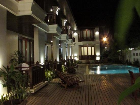 Athena Hotel: pool and courtyard