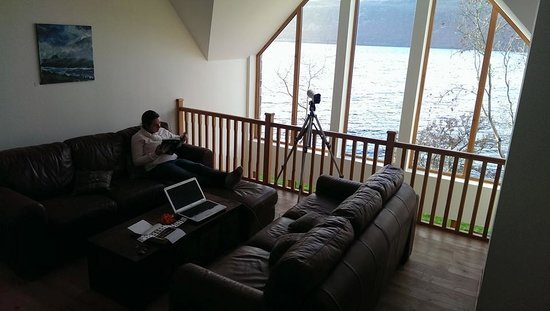 Balachladaich Loch Ness B&B: Guest lounge, a room with a view