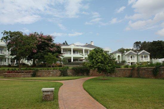Hemingways Nairobi: Hotel from the garden