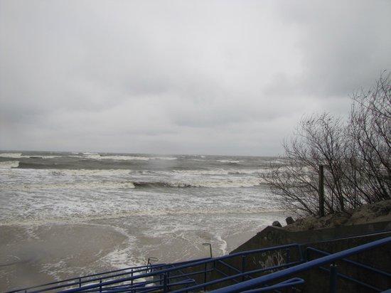 Hotel Afrodyta: plaża lekko zabrana