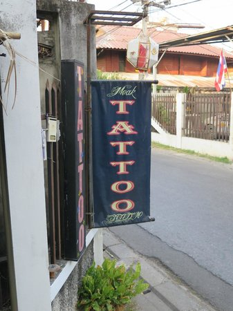 Happy Home Guest House: Tattoo sign