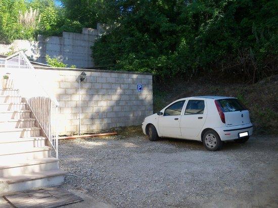 B&B Falcone: Il parcheggio interno