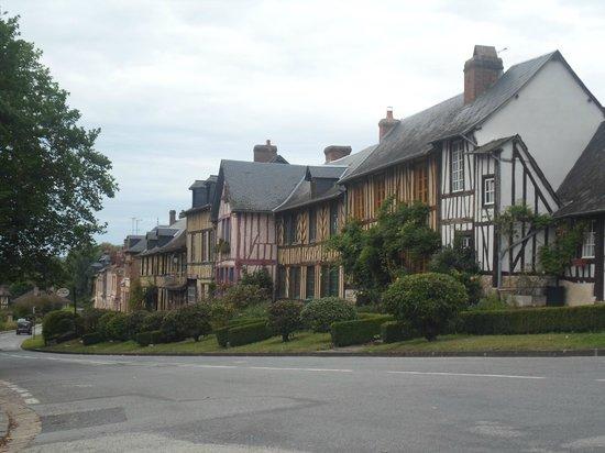 Visite du bec hellouin picture of residence goelia les - Residence les portes d honfleur ...