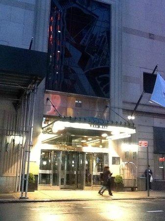 Millennium Broadway New York Times Square : entrée principale coté 44th