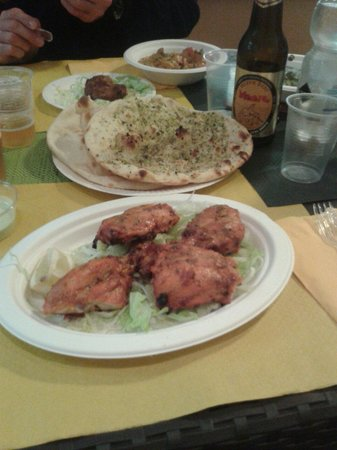 Tandoori Indian Food : Pollo tandoori e naan peshawari