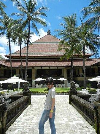 INTERCONTINENTAL Bali Resort: プール側から見たホテル