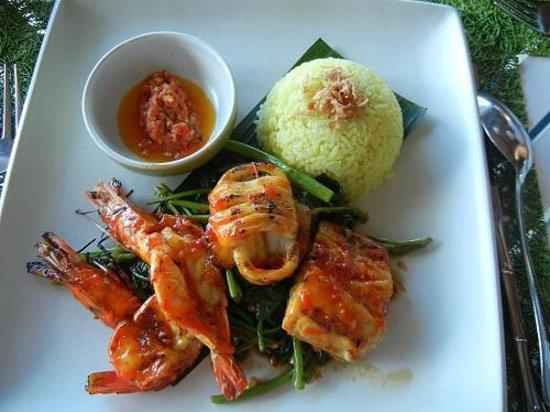 INTERCONTINENTAL Bali Resort: 海の幸セット これも1700円くらい。ランチでは高い値段設定