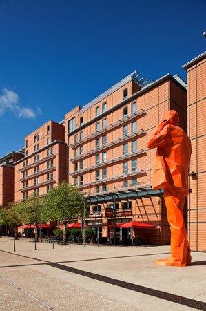 Hotel Crowne Plaza Lyon - Cité Internationale: Façade côté Parc de l'hôtel Crowne Plaza Lyon - Cite Internationale