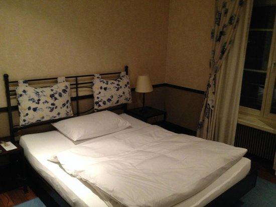 Hotel Baeren: Superior Room - Bed