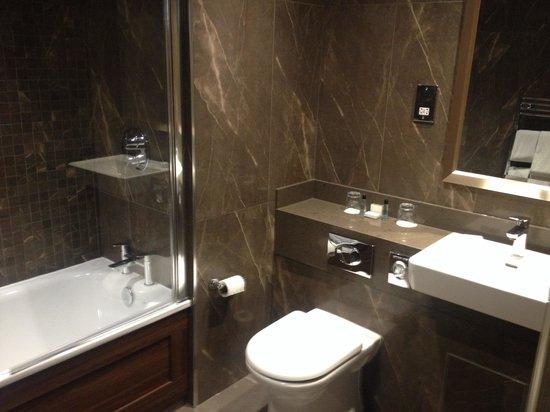 Seamill Hydro : En suite bathroom