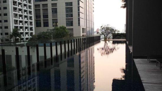 Hansar Bangkok Hotel : Poolarea