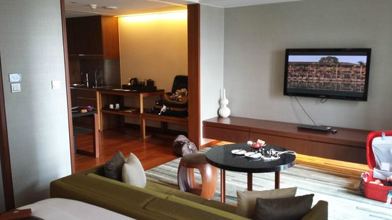 Hansar Bangkok Hotel: Excuse my poor photo skills, Rooms is better in person.