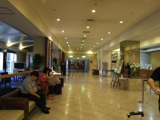Narita Tobu Hotel Air Port : Zona de recepción.