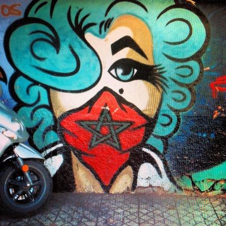 Cafe Mama Afrika : Graffiti outside