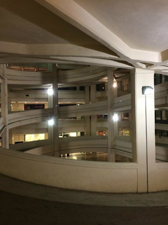NH Torino Lingotto Tech : Fiat shopping mall
