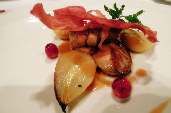 Zenzero Restaurant & Wine Bar: Foie gras with caremelised pears & smoked duck bacon