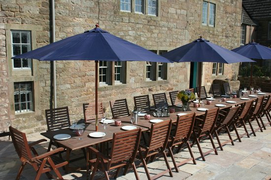 Lea Hall: outside dining for 20