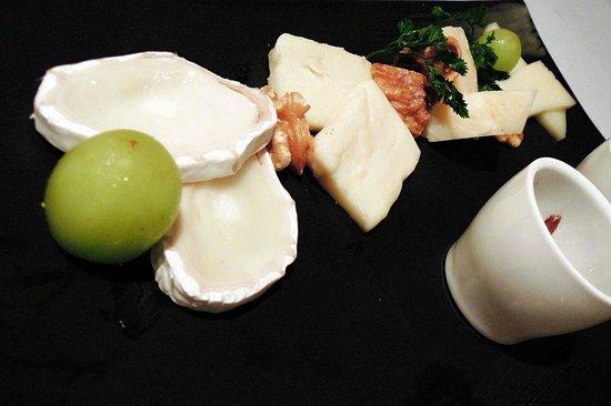 Zenzero Restaurant & Wine Bar: Cheese platter