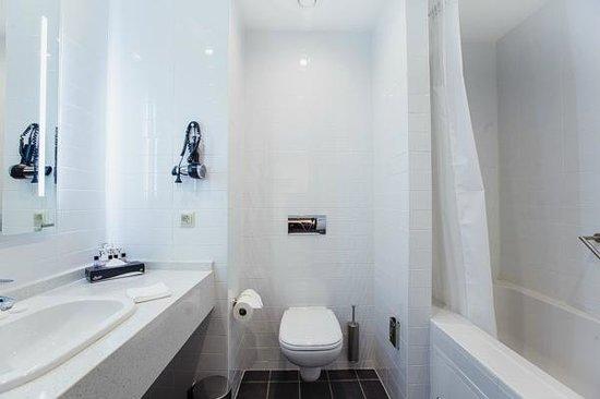 Park Inn by Radisson Hotel Astana: Bathroom
