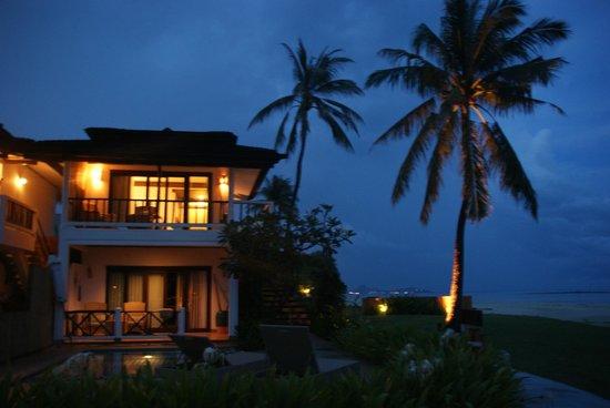 Samui Beach Village Resort : Stimmung bei Nacht