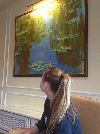 Villa Rothschild Kempinski: Monter painting in breakfast and dinning room