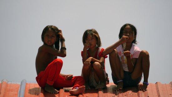 Scuba Junkie Mabul Beach Resort: Sea-gypsies on the roof