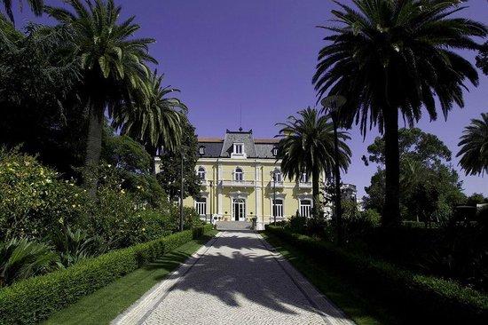 Pestana Palace Lisboa Hotel & National Monument: VISTA DESDE LOS JARDINES