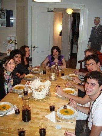 Lisbon Lounge Hostel: ужинаем