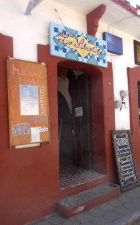 La Abuelita Resto-Botanas-Bar: Porte d'entrée au 1er mars 2014.