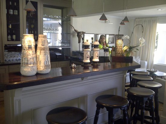 Leisure Isle Lodge : The Bar Area