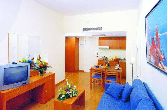 Angela Suites + Lobby: Family Apartment