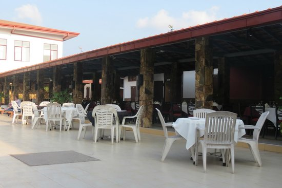 Full Moon Garden Hotel : outdoor dining