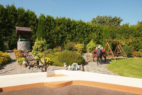 River Valley Farmhouse: Garden