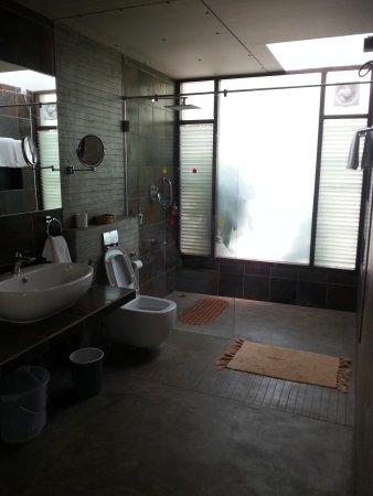Waterwoods Lodge Kabini: Bathroom