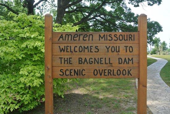 Bagnell Dam : sign at entrance