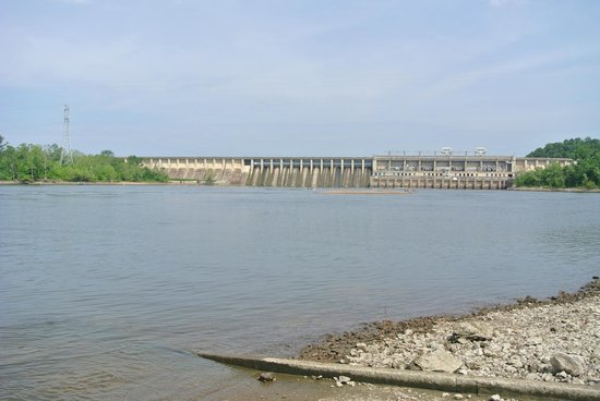 Bagnell Dam: the dam at a distance