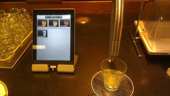 Scandic Paasi: High tech juice dispenser