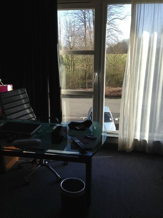 Crowne Plaza Marlow: I wanted to open the window to let some air in..