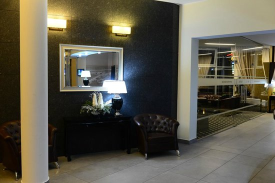 Best Western Plus Business Faltom Hotel: Lobby