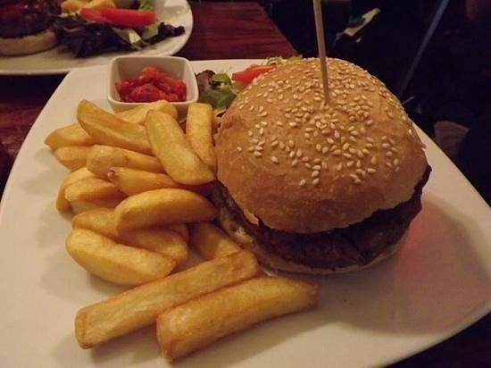 The Lady Luck: Vegan Burger and Chips