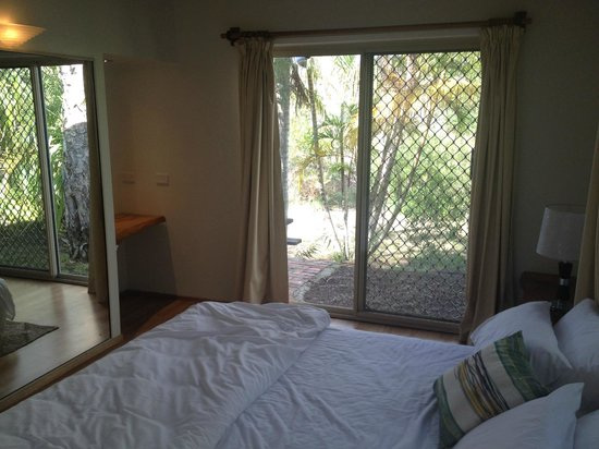 Byron Beach Resort: Looking across the main bedroom to the back outdoor area.
