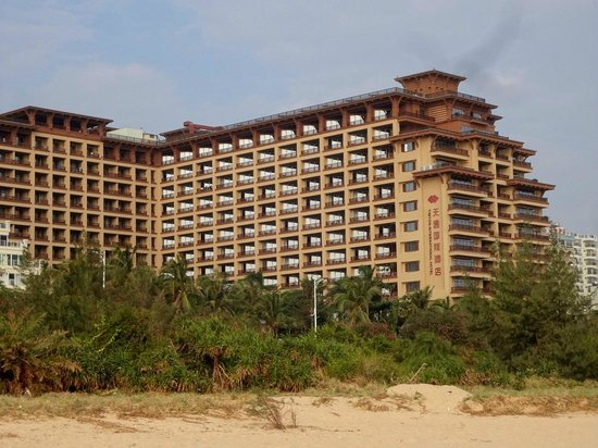 Timton International Hotel: Вид с пляжа