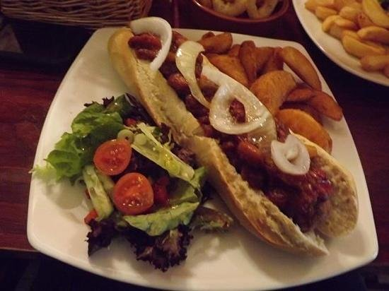 The Lady Luck: Vegan Chilli Dog & Wedges