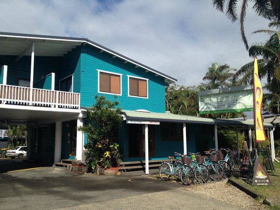 The front entrance/reception are of the Byron Beach Resort - you can see the rental bikes.